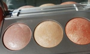 mots-d-maman-visage-maquillage-hivency-strobing-highlighter-palette