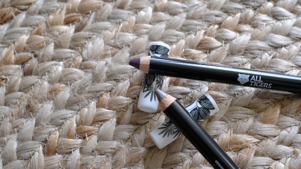 avis sur le crayon fard à paupières ALL TIGERS
